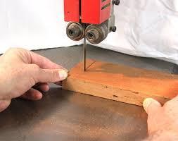 Cưa sẻ gỗ theo quy cách từng kiểu bút gỗ