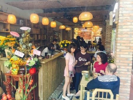 Đế lót ly gỗ dùng trong quán ăn tại Sài Gòn