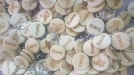 Sản xuất móc khóa gỗ cho công ty Amway