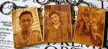 Sản xuất móc khóa gỗ khắc hình khắc chân dung đẹp giá rẻ trên toàn quốc