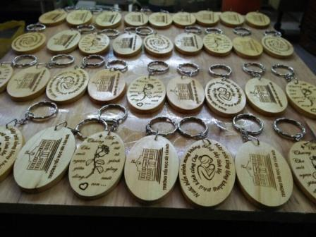 Sản xuất móc khóa gỗ